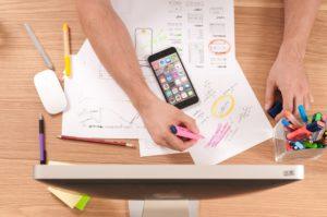 Berechnungen auf dem Papier und Handy